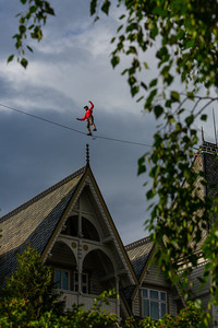 Tightrope walk between the towers at Fleischers