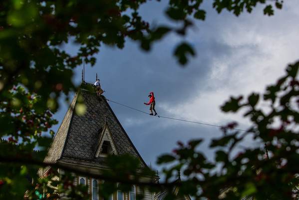 Tightrope walk between the towers at Fleischers