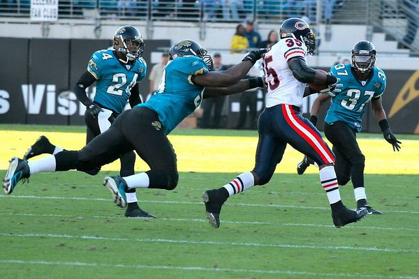 Jaguars defensemen Mike Peterson and Deon Grant take down Bears receiver Anthony Thomas.