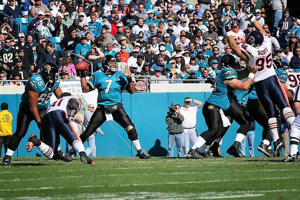 Jaguars Quarterback, Byron Leftwich, completed 25 of 42 passes for 242 yards with one interception.