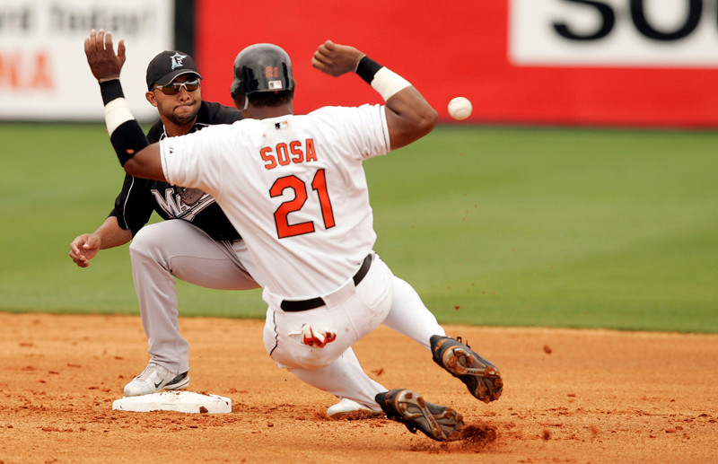 Gonsalez and Sosa at 2nd base