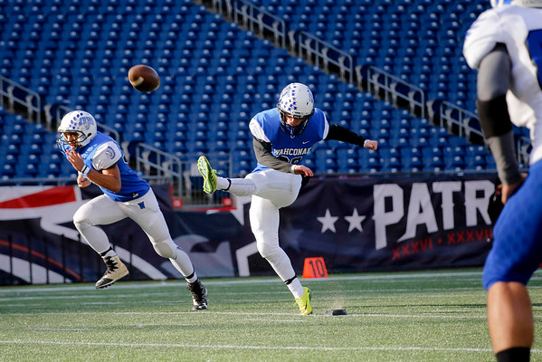 Mashpee Defeats Wahconah 34-13 in Football State Final-120316