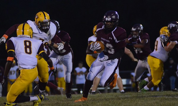Monument Mountain football plays Chicopee-091716