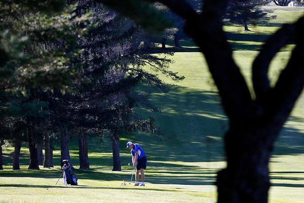Taconic and Wahconah play in golf-092716