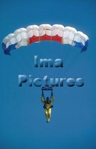 1-40-54-0001 Parachuting; valschermspringen; Parachute