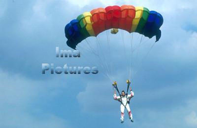 1-40-54-0020 Parachuting; valschermspringen; Parachute