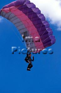 1-40-54-0038 Parachuting; valschermspringen; Parachute