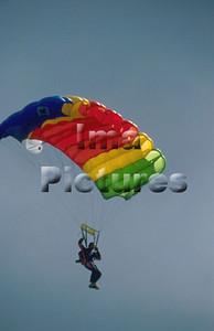 1-40-54-0029 Parachuting; valschermspringen; Parachute