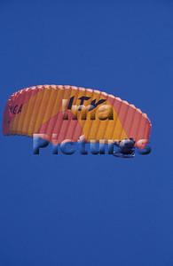 1-40-54-0039 Parachuting; valschermspringen; Parachute