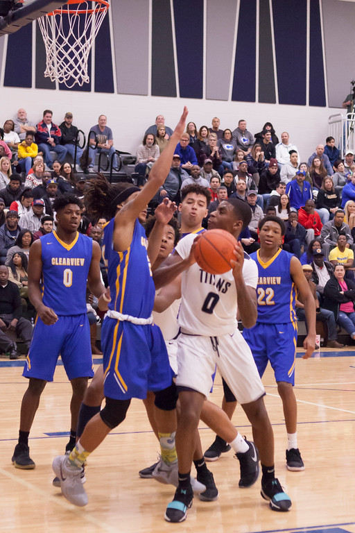 . Lorain\'s Jodeci Crite looks for a shot amidst the Clipper defense. Jen Forbus -- The Morning Journal