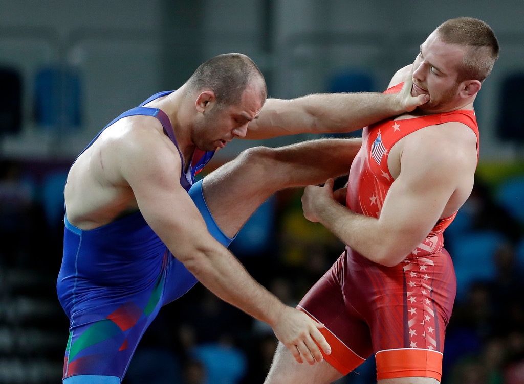 . United States\' Kyle Frederick Snyder, right, and Azerbaijan\'s Khetag Goziumov compete during the men\'s 97-kg freestyle gold medal wrestling match at the 2016 Summer Olympics in Rio de Janeiro, Brazil, Saturday, Aug. 20, 2016. (AP Photo/Marcio Jose Sanchez)