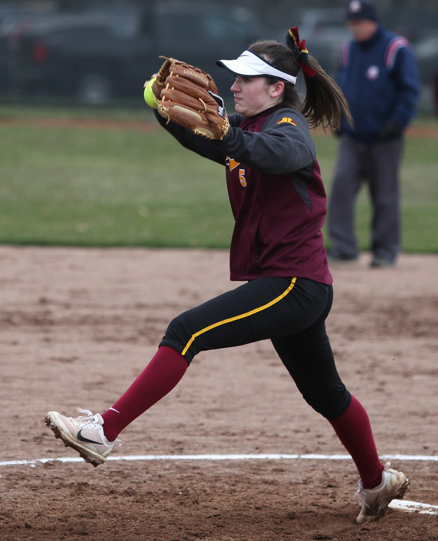 . Leah Anderson of Avon Lake delivers a pitch against North Olmsted during the fourth inning. Randy Meyers -- The Morning Journal
