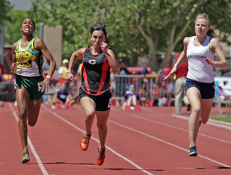 State track and field class A/AA championships, photographed on May 6, 2010.<br /> Natalie Guillén/The New Mexican