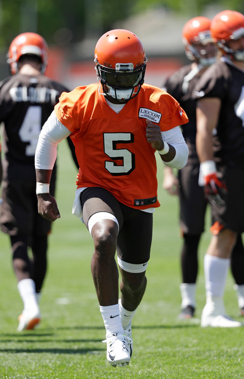 . Cleveland Browns quarterback Tyrod Taylor runs a drill during a practice at the NFL football team\'s training camp facility, Wednesday, May 23, 2018, in Berea, Ohio. (AP Photo/Tony Dejak)