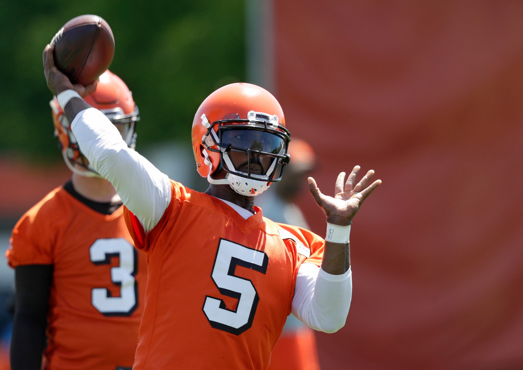 . Cleveland Browns quarterback Tyrod Taylor throws during a practice at the NFL football team\'s training camp facility, Wednesday, May 23, 2018, in Berea, Ohio. (AP Photo/Tony Dejak)