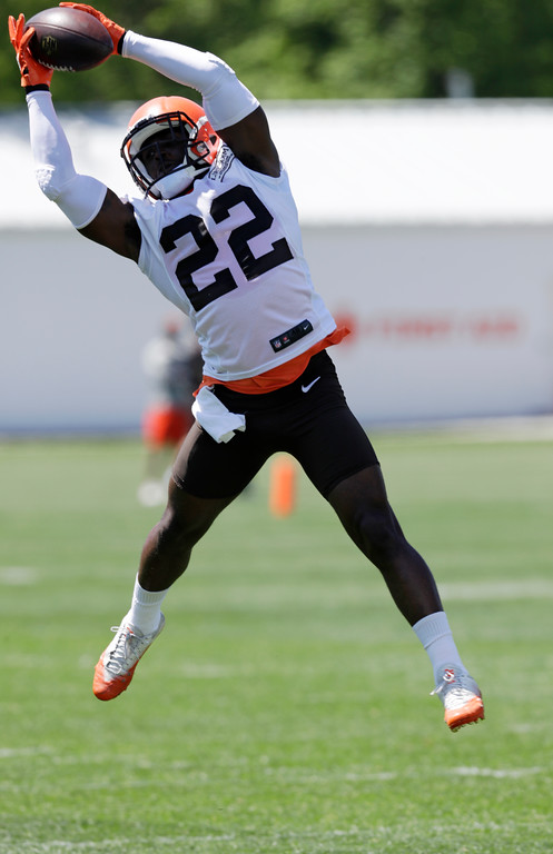 . Cleveland Browns defensive back Jabrill Peppers reaches to catch a pass during a practice at the NFL football team\'s training camp facility, Wednesday, May 23, 2018, in Berea, Ohio. (AP Photo/Tony Dejak)