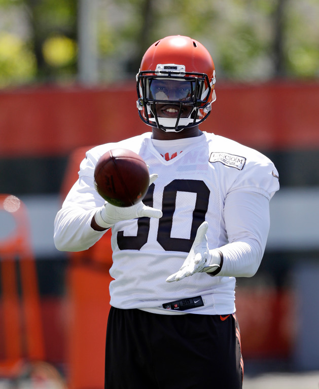 . Cleveland Browns defensive lineman Emmanuel Ogbah catches the ball during a practice at the NFL football team\'s training camp facility, Wednesday, May 23, 2018, in Berea, Ohio. (AP Photo/Tony Dejak)