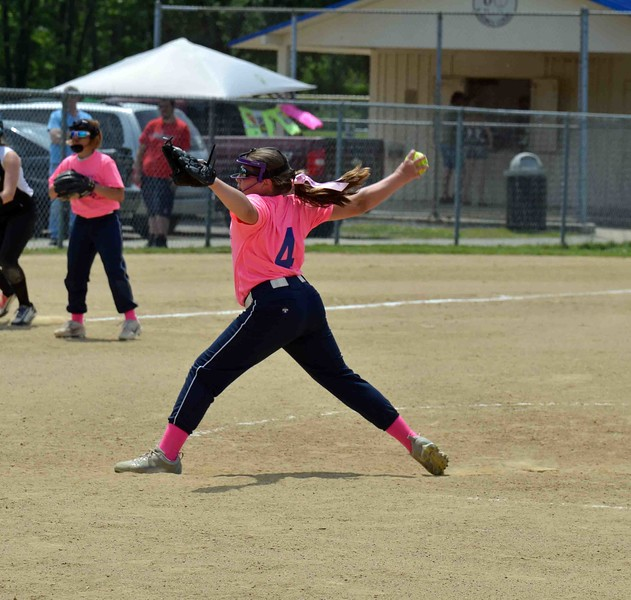 Paul DiCicco - The News-Herald<br />  Willoughby Starzz pitcher, Amanda Dobida, delivers a pitch to the Lady Landsharks.  The Starzz went on to defeat the Landsharks, 11-2.
