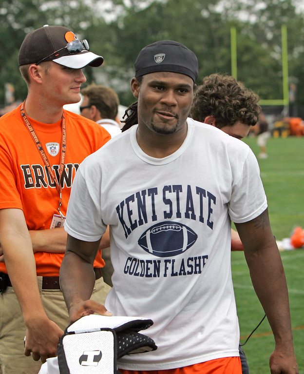 . Cleveland Browns wide receiver Josh Cribbs walks off the field after practice at the NFL team\'s football training camp Tuesday, Aug. 5, 2008, in Berea, Ohio. Cribbs, one of the NFL\'s premier special teams players, said Tuesday that his agent has asked the club to restructure the six-year contract extension he signed during the 2006 season. (AP Photo/Mark Duncan)