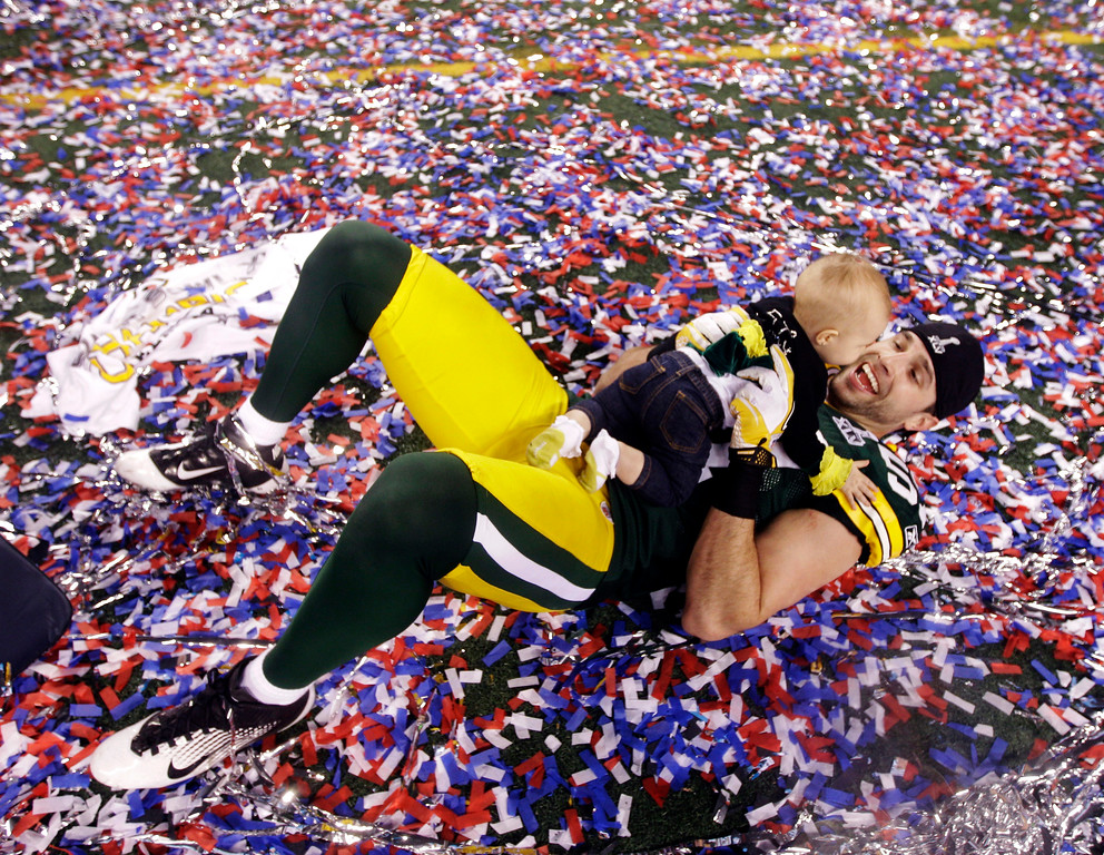 . Green Bay Packers\' Matt Wilhelm celebrates with his daughter Tianna after beating the Pittsburgh Steelers 31-25 in the NFL football Super Bowl XLV game Sunday, Feb. 6, 2011, in Arlington, Texas. (AP Photo/David J. Phillip)