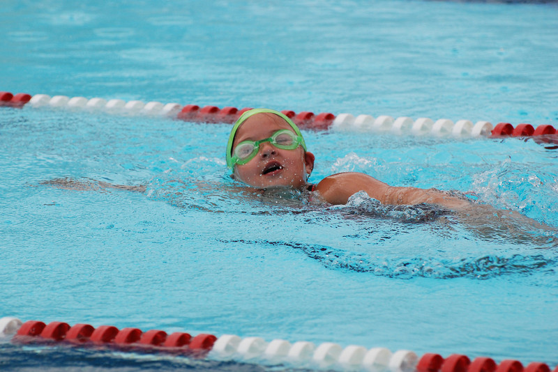 Madelyn swimming freestyle