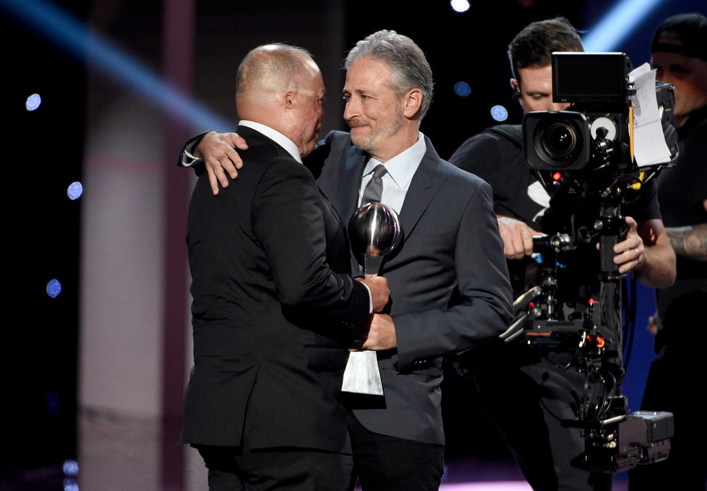 . Jon Stewart, right, presents Air Force Master Sgt. Israel Del Toro Jr. the Pat Tillman award for service at the ESPYS at the Microsoft Theater on Wednesday, July 12, 2017, in Los Angeles. (Photo by Chris Pizzello/Invision/AP)