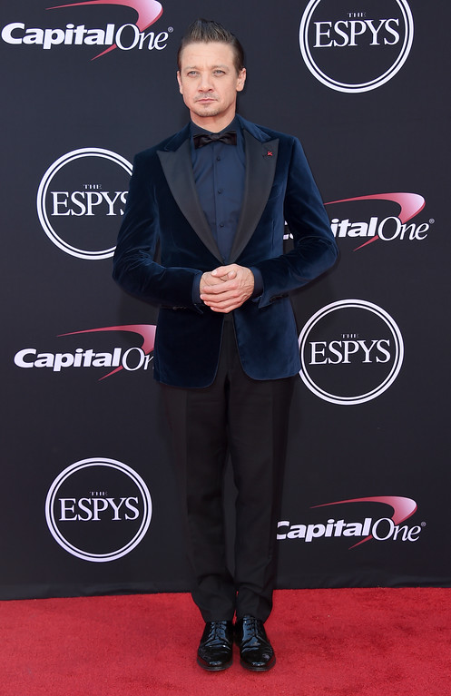 . Jeremy Renner arrives at the ESPYS at the Microsoft Theater on Wednesday, July 12, 2017, in Los Angeles. (Photo by Jordan Strauss/Invision/AP)