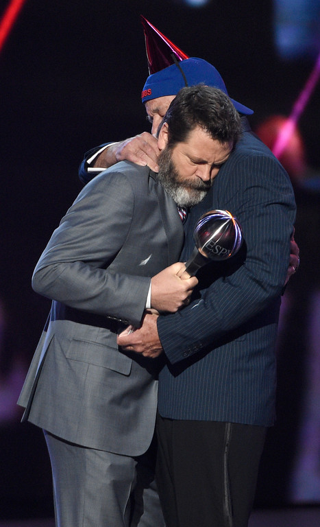 . Nick Offerman, left, presents the award for best moment to Bill Murray at the ESPYS at the Microsoft Theater on Wednesday, July 12, 2017, in Los Angeles. (Photo by Chris Pizzello/Invision/AP)