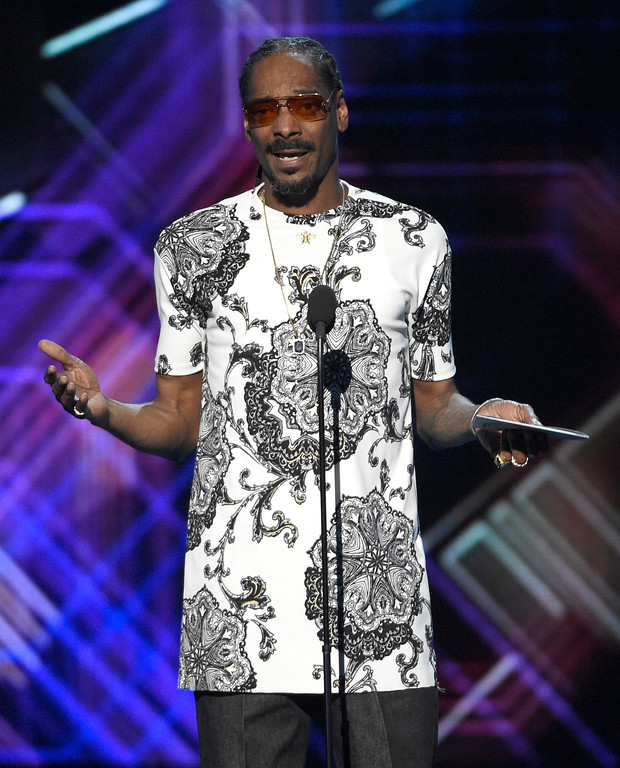 . Snoop Dogg presents the award for best game at the ESPYS at the Microsoft Theater on Wednesday, July 12, 2017, in Los Angeles. (Photo by Chris Pizzello/Invision/AP)