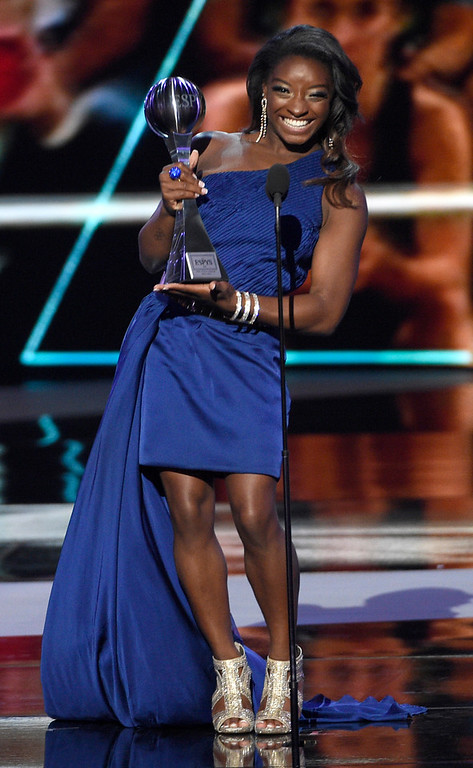 . Gymnast Simone Biles accepts the award for best female athlete at the ESPYS at the Microsoft Theater on Wednesday, July 12, 2017, in Los Angeles. (Photo by Chris Pizzello/Invision/AP)
