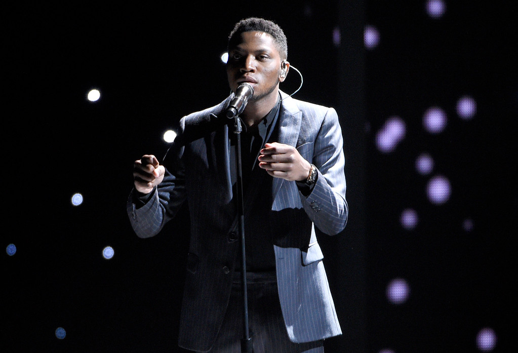 """. Gallant performs \""""A Song For You\"""" during an In Memoriam tribute at the ESPYS at the Microsoft Theater on Wednesday, July 12, 2017, in Los Angeles. (Photo by Chris Pizzello/Invision/AP)"""