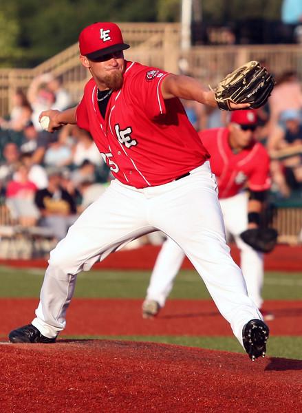 Crushers starting pitcher Mike Devine makes a delivery against the Cornbelters.  Randy Meyers -- The Morning Journal