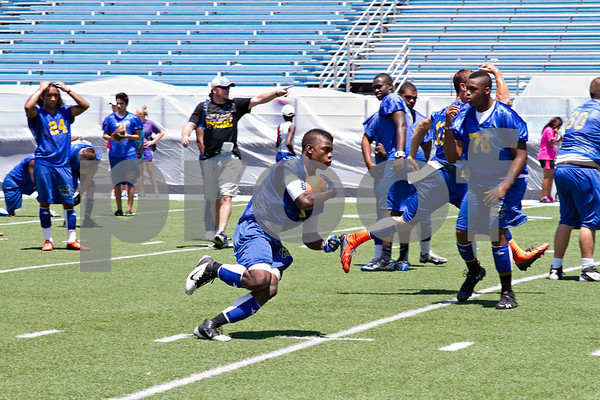 Photo by Shannon Wilson / Tyler Morning Telegraph Chapel Hill running back Jessie Mumphrey (19) runs the ball during practice on Monday.