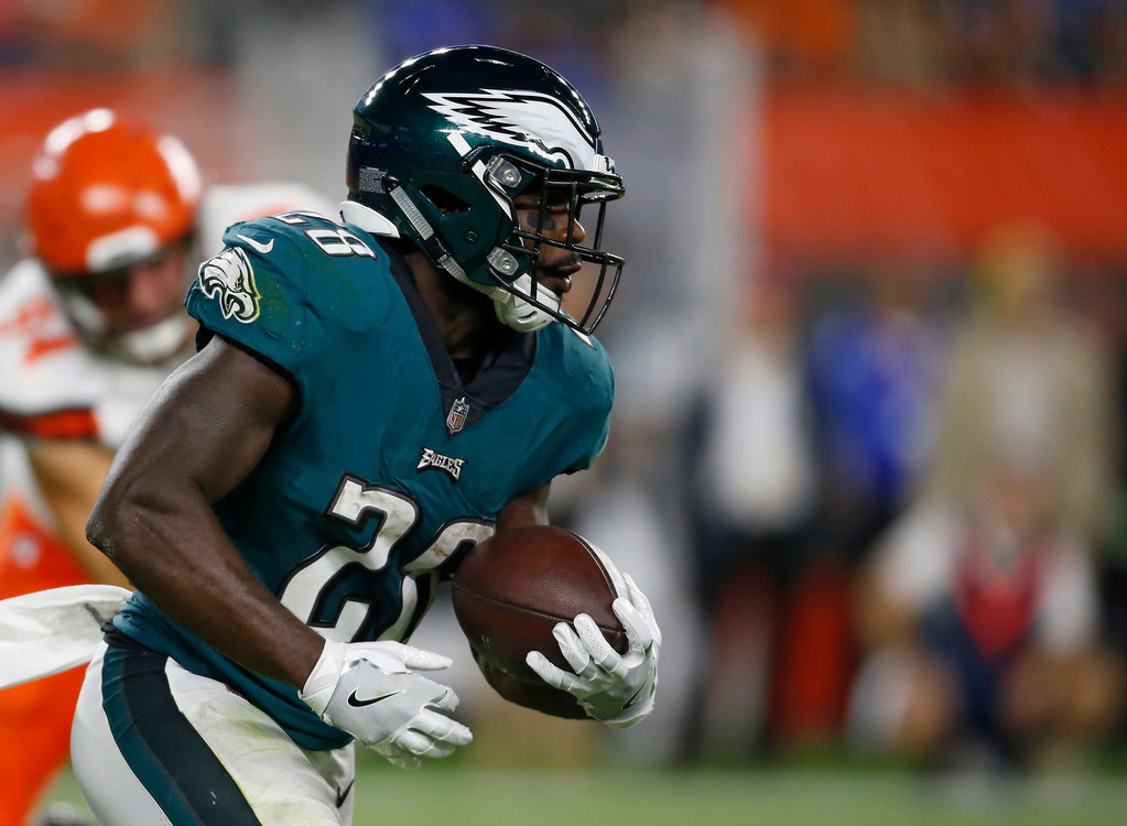 . Philadelphia Eagles running back Wendell Smallwood rushes during the first half of an NFL preseason football game against the Cleveland Browns, Thursday, Aug. 23, 2018, in Cleveland. (AP Photo/Ron Schwane)