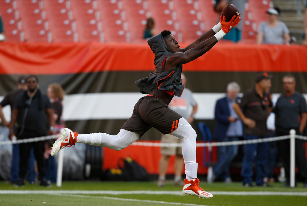 . Cleveland Browns tight end David Njoku warms up before an NFL football game between the Browns and the Philadelphia Eagles, Thursday, Aug. 23, 2018, in Cleveland. (AP Photo/Ron Schwane)