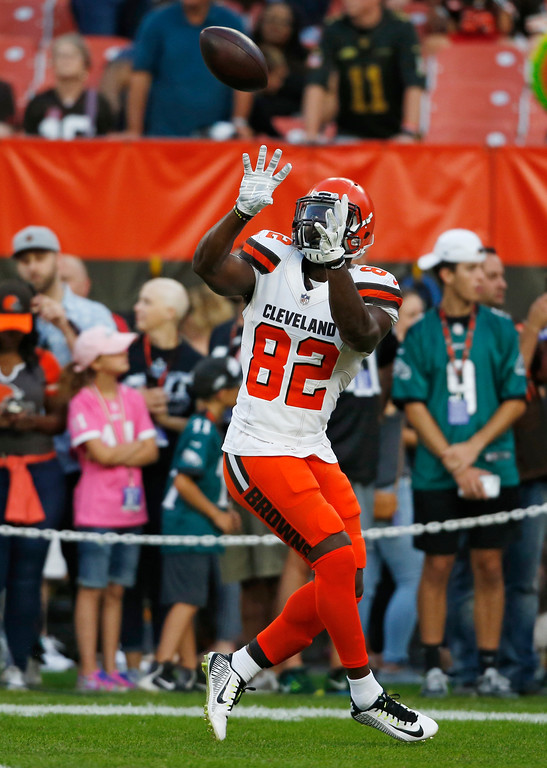 . Cleveland Browns tight end Orson Charles warms up before an NFL football game between the Browns and the Philadelphia Eagles, Thursday, Aug. 23, 2018, in Cleveland. (AP Photo/Ron Schwane)