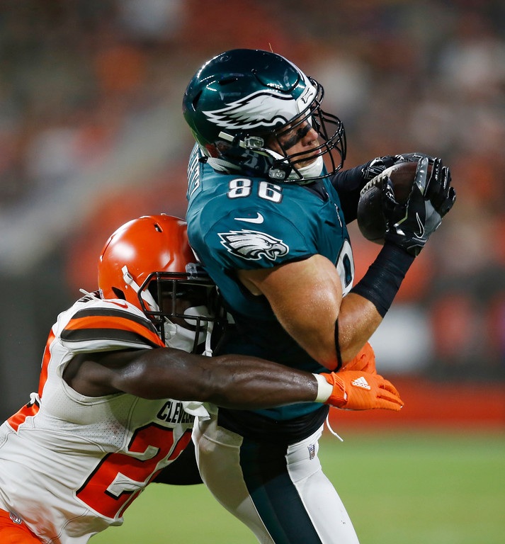 . Philadelphia Eagles tight end Zach Ertz catches a pass under pressure from Cleveland Browns defensive back Jabrill Peppers during the first half of an NFL preseason football game, Thursday, Aug. 23, 2018, in Cleveland. (AP Photo/Ron Schwane)