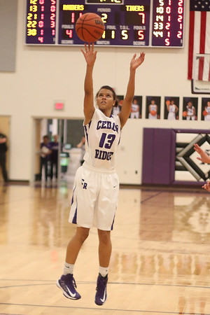Cedar Ridge's Jade Jones shoots a shot against Stony Point on Jan. 29