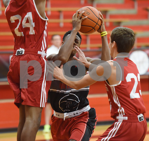 The Robert E. Lee boys basketball team opens their season with a midnight practice at the school Wednesday morning.  (Sarah A. Miller/Tyler Morning Telegraph)