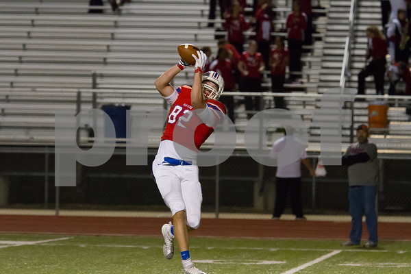 Panthers # 82 Major Tennison catches the first of two touchdown passes in the first quarter / Photo by John Murphy