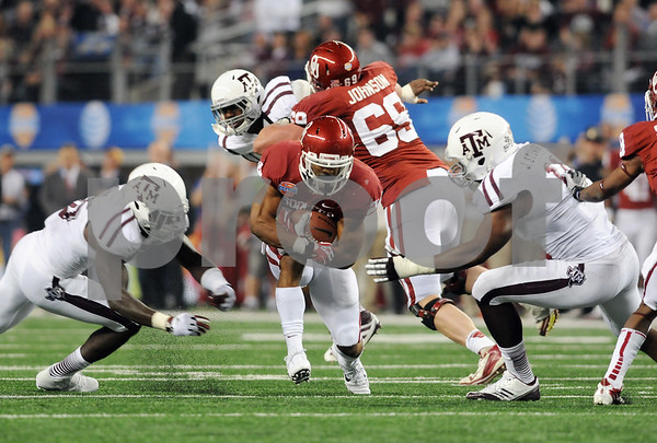 photo by Sarah A. Miller/Tyler Morning Telegraph  Oklahoma Sooners (24) Brennan Clay breaks through a pack of Aggies during the Cotton Bowl.
