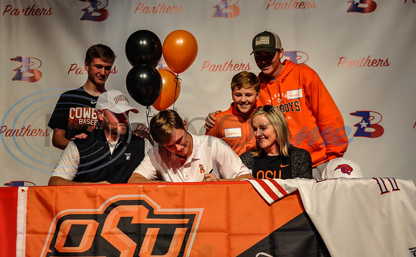 Colton Bowman (center) of Bullard High School signs his intent to Oklahoma State University surrounded by family members father Sterling Bowman (left), mother Erica Bowman (right) and brothers (back from left to right) Case Bowman, Crew Bowman and Cleet Bowman. Bowman will attend the University on a full baseball scholarship next fall. (Jessica T. Payne/Tyler Morning Telegraph)
