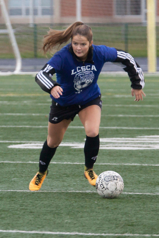 . Avon\'s Emily Dahl controls the ball for the Blue team in the Lorain County All-Star Soccer Game. Jen Forbus --The Morning Journal