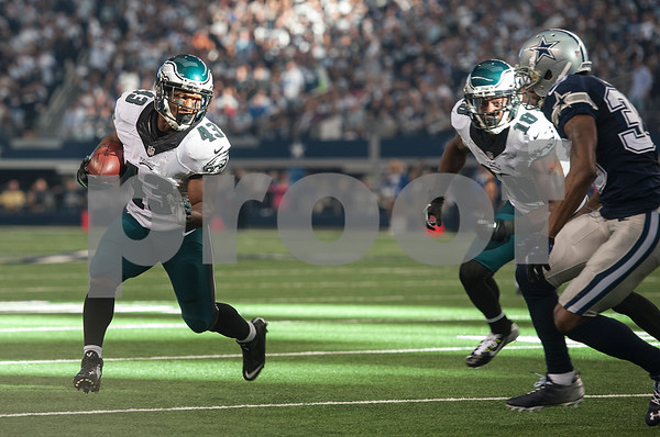 photo by Sarah A. Miller/ Tyler Morning Telegraph   Philadelphia Eagles running back Darren Sproles (43) carries the ball during their game against the Dallas Cowboys Thursday Nov. 27, 2014 at AT&T Stadium in Arlington. The Eagles beat the Cowboys 33-10.