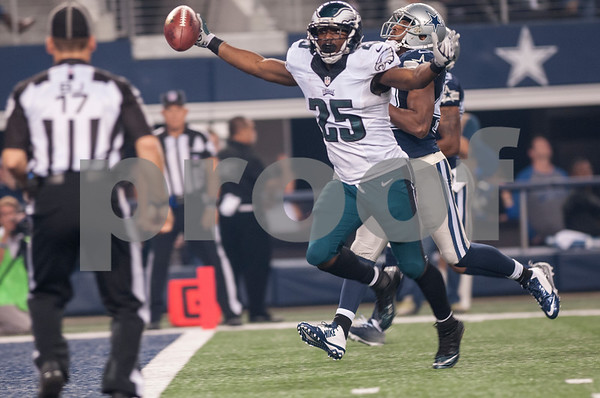 photo by Sarah A. Miller/ Tyler Morning Telegraph   Philadelphia Eagles running back LeSean McCoy (25) makes a touchdown run during their game against the Dallas Cowboys Thursday Nov. 27, 2014 at AT&T Stadium in Arlington. The Eagles beat the Cowboys 33-10.