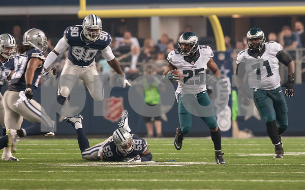 photo by Sarah A. Miller/ Tyler Morning Telegraph   Philadelphia Eagles running back LeSean McCoy (25) carries the ball during their game against the Dallas Cowboys Thursday Nov. 27, 2014 at AT&T Stadium in Arlington. The Eagles beat the Cowboys 33-10.