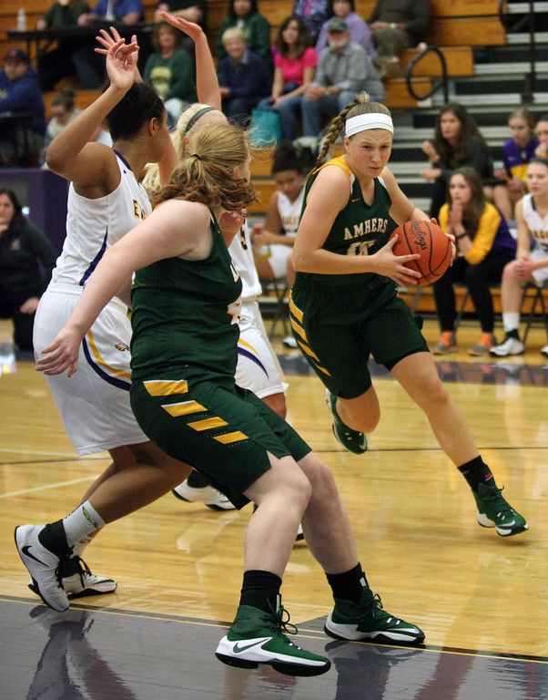 . Amherst\'s Kamryn Dziak drives around a pick set by teammate Tory Small during the first quarter against Avon. Randy Meyers -- The Morning Journal