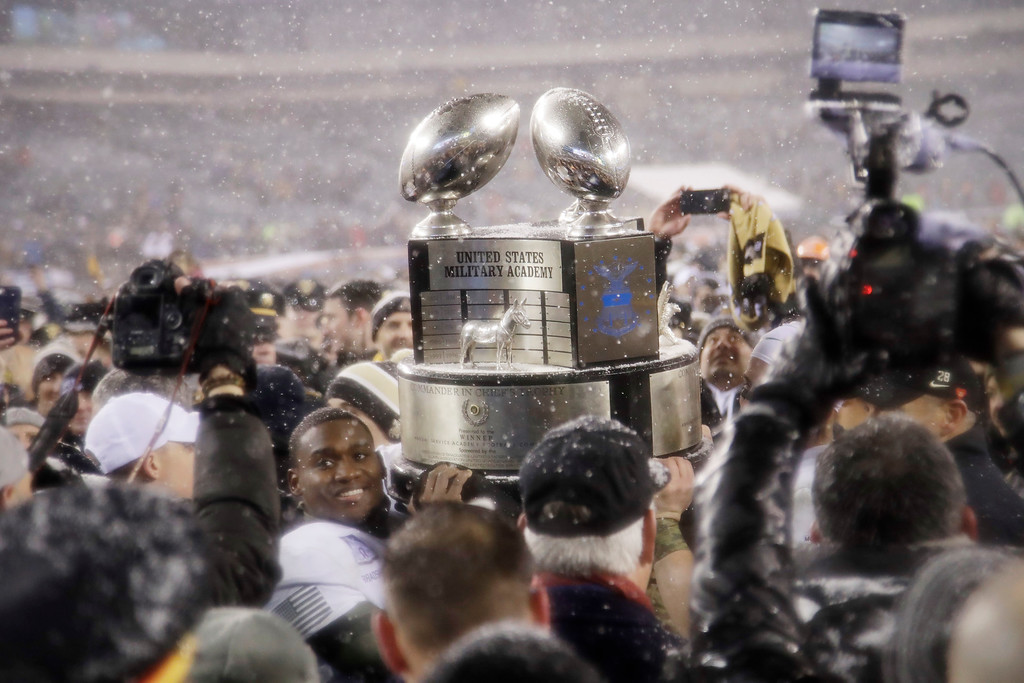 . Army\'s Ahmad Bradshaw holds up the Commander-in-Chief\'s Trophy after defeating Navy in an NCAA college football game, Saturday, Dec. 9, 2017, in Philadelphia. Army won 14-13. (AP Photo/Matt Rourke)