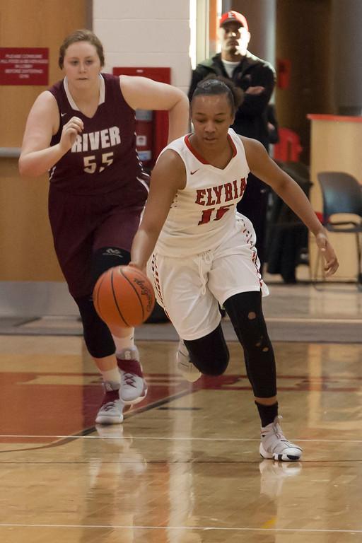 . Elyria\'s Chelsey Farris breaks for the Elyria basket. Jen Forbus -- The Morning Journal