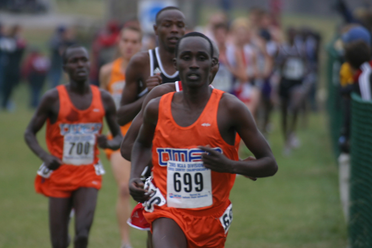 Utep runners, #699 Japheth Ng'ojoy 22nd place finisher overall, #700 Stephen Samoei 20th place.